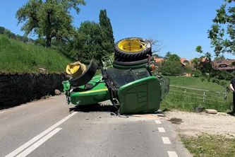 verunfallter Traktor (Bildquelle: Kantonspolizei Bern)