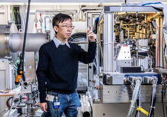 Zirui Gao, Forscher am PSI, hat für experimentelle Untersuchungen einen neuen Algorithmus entwickelt. (Foto: Paul Scherrer Institut/Markus Fischer)