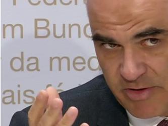 Alain Berset an der Pressekonferenz - Bildquelle: SRF