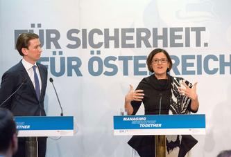 Der damalige Außenminister Sebastian Kurz und die ehemalige Innenministerin Johanna Mikl-Leitner bei der Westbalkan-Konferenz im Februar 2016 in Wien. Sicherheit ist ein populäres Argument strikter Asylpolitik.Quelle: Georges Schneider/picturedesk.com