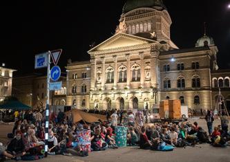 Klima-Aktivistinnen und -Aktivisten sind gekommen, um zu bleiben (Foto: https://www.facebook.com/klimaallianzCH)