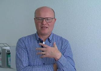 Andreas Heisler glaubt, dass die Schweiz wie eine kommunistische Diktatur agiert
