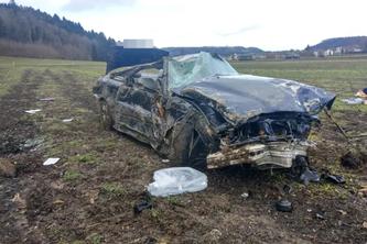 Der Wagen wurde komplett zerstört. (Bildquelle: Kantonspolizei Aargau)