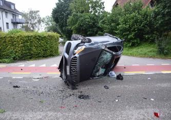 In Selzach verlor der Lenker heute morgen die Kontrolle über den Mercedes. (Bildquelle: Polizei Kanton Solothurn)