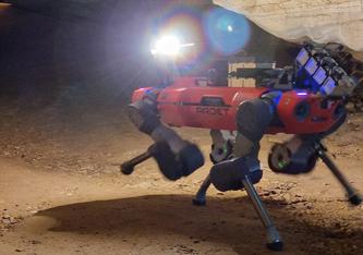 Der Laufroboter von armasuisse W+T (SDRZ VBS) bei der Erkundung einer Höhle im Finale der DARPA Challenge.