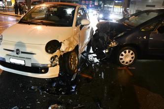 Beide Autos erlitten Totalschaden. (Bildquelle: Stadtpolizei Chur)