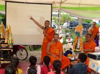 Bouddhisme et engagement social au Laos