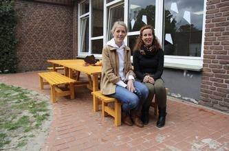 Foto: Tenbrink Ladeneinrichtung (v.l.n.r.) Annabell Tenbrink, Geschäftsführerin und Ruth Plate, Leiterin der Kita Stadtlohn