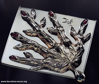 Ювелирные украшения Сальвадора Дали: рука-лист с прожилками