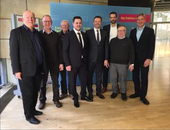 v.l.n.r: Thomas Nückel (FDP), Josef Außendorf, Hermann Stelbrink (Bürgerinitiative) , Rainer Gellermann, Bodo Middeldorf (FDP), Stefan Tölke- (Bürgerinitiative), Eckhard Fuhrmann (FDP), Henning Schulz (Bürgermeister)
