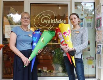 Ulrike Müller und Sonja Schmidt mit fairen Schultüten