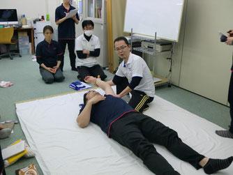 しんそう療方京都研修会は、身体の形、歪みを調整する手技を習う研修会です。