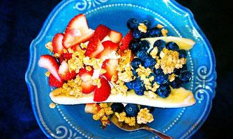 Müsli mit Erdbeeren und Heidelbeeren