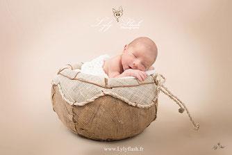 photo bébé dans panier photographe studio