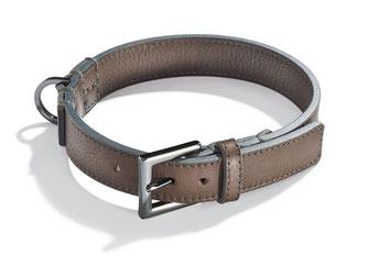 Hundehalsband, taupefarben aus Leder mit geschwärzter Schließe