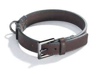 Dunkelbraunes Hundehalsband aus Leder mit geschwärzter Schließe