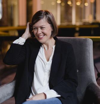 Céline Fournier, muséographe, dirige la Boite à Histoires. Ici au cours d'une session de travail