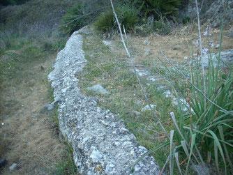 Restos del antiguo acueducto romano en la finca almenara, muy al norte de la antigua ciudad de Celti