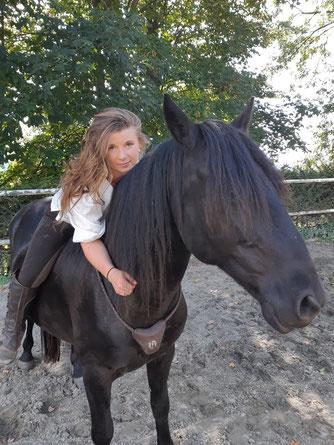 Klassische Dressur, Dressurteaining,  Pferdetraining, Dorfer Hannah, Beritt, Korrektur Pferde, Behandlung von Pferdetraumatas,  Jungpferdausbildung, Pferdeausbildung,  Freiheitsdressur und Kinderunterricht