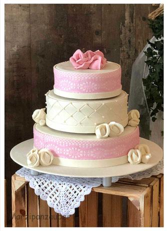 Hochzeitstorte, Wedding cake, Marzipanblüten, Marzipandecke weiß, Marzipanzauber,  Zuckerperlen, Zuckerspitze Marzipanzauber