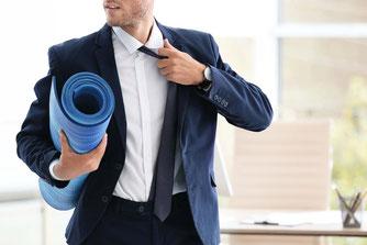 yoga lehrer ausbildung neben job, wochenende seminar, yoga meister