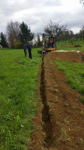 Graben für Reptilienschutzzaun herstellen mittels Grabenfräse