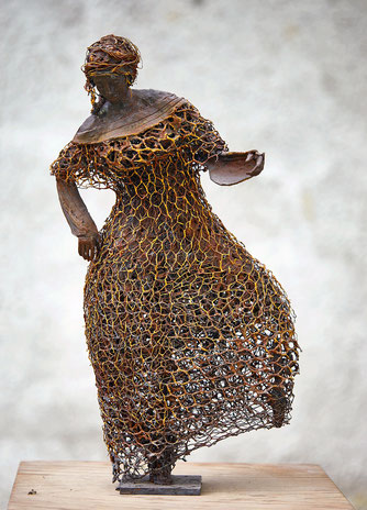 Große Tänzerin; 2018; 60cm; Paperclay Draht Metall Acryl