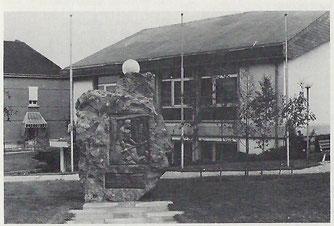 Centre de Loisirs mit dem Monument für unsere Bergleute