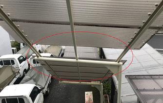 屋外階段に設置した屋根の波板が吹き飛んでしまいました。
