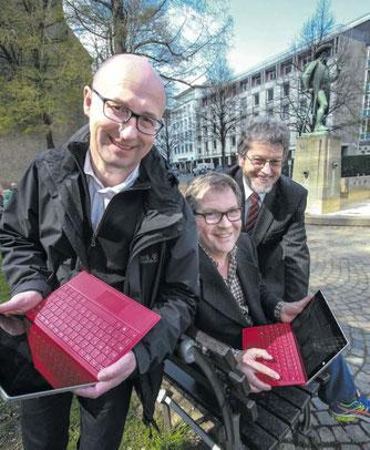 Digitales Lernen geht überall: Olaf Schneider (v. l.), Volker Wittenbröker und Friedrich-W. Brenzel wollen mit ihrem Verein gemeinsam mit Lehrern und Schülern an der Zukunft arbeiten. FOTO: ANDREAS ZOBE