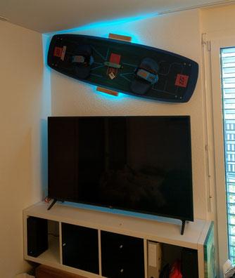 Wandhalterung Wandmontage Kiteboard horizontal vertikal Halterung wall mount LED Beleuchtung beleuchtet