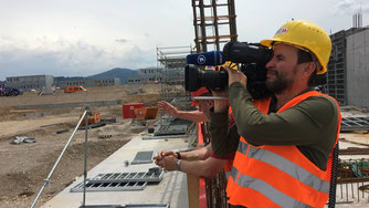 Kameramann auf der Baustelle des Stadion SC Freiburg