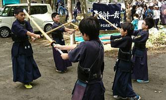小学生剣士ウォーミングアップ