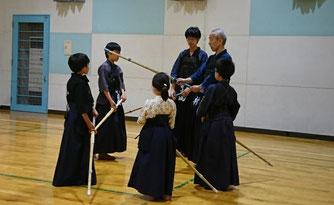 竹刀の持ち方指導