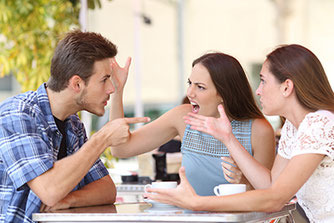 Mann hat Streit mit Frauen braucht Familien-Aufstellung Einzelarbeit FMC in Naturheilpraxis Voglreiter Yogaschule Schulungszentrum Voglreiter Bad Reichenhall