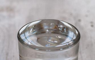 表面張力の働いた液面