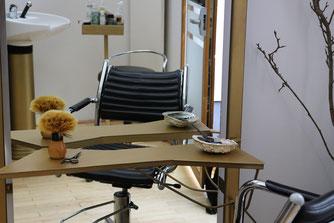 Foto vom Sitzplatz im Haaratelier