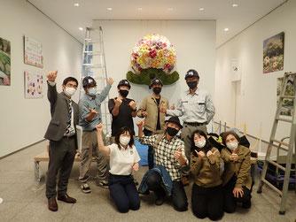 伊藤有壱先生と壁掛けガーデンベアトピアリー施工チーム
