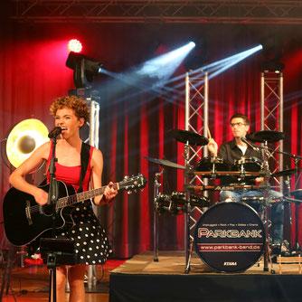 Rock'n'roll in der Stadthalle Weißenhorn. Beeindruckende Licht- und Bühnenshow.
