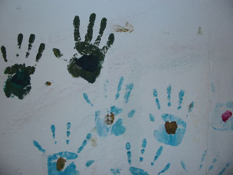 Hände an der Wand