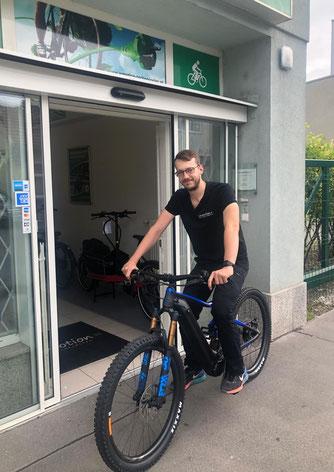 Matthias Fritz: Werkstatt in der e-motion e-Bike Welt in Wien