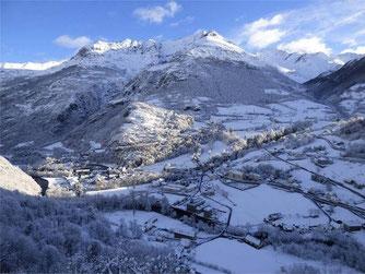 Gèdre l'hiver depuis le hameau du Saussa