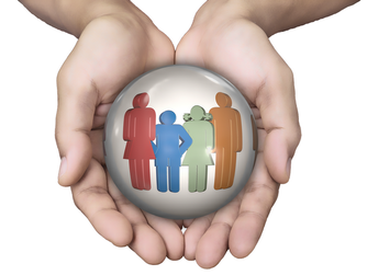 famille au creux des mains pour la responsabilite par Laurence RICOU avocat à SAINTES specialiste en droit des assurances