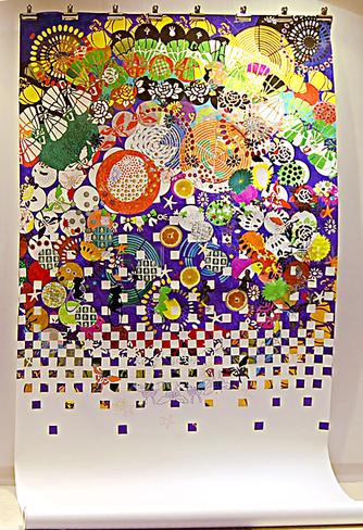 Kind im Paradies, 2008. Zeichnung, Sticker auf Papierrolle, ca. 250 x 150 cm. Installationsansicht Kulturnacht Worms, 2008
