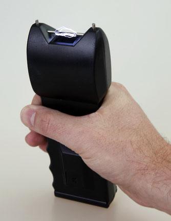 Pro und Contra für den Einsatz von Elektroschockern zur Selbstverteidigung
