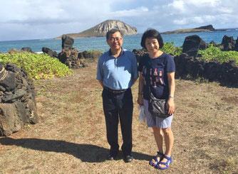 ハワイオアフ島 貸切観光ツアーにてオアフ島東海岸のマカプウヘイアウ前の海、ラビットアイランドの眺め お客様ご夫婦