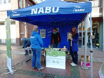 """NABU-Stand """"Insekten retten!"""" auf dem Wildeshauser Wochenmarkt"""