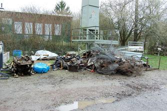 Gesammelter Mülll vor dem Naturschutzzentrum