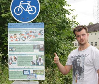 Praktikant Matthias Noll unterstützt die  Sommeraktion des Auenservice
