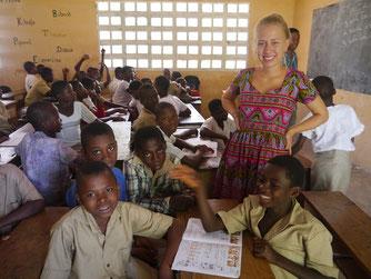 Lotte Heider unterstützt den Englischunterricht